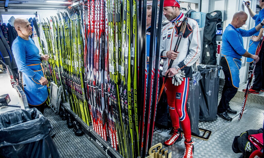 TUSEN TAKK: Smøresjef Knut Nystad og Marit Bjørgens ski- trollmann Perry Olsson i den norske smørebussen. Det var mange som hadde sitt å si til dem under et par vanskelige dager i Sotsji. Nå med suksess er det blitt ganske så stille. FOTO: Thomas Rasmus Skaug / Dagbladet.