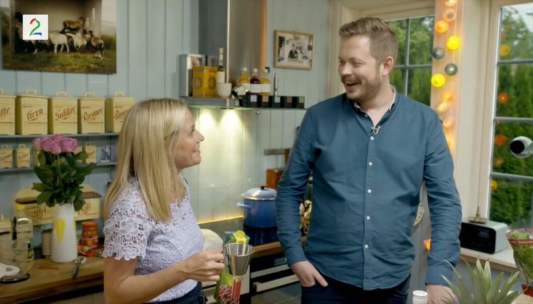 <strong>VIPPET AV PINNEN:</strong> Einar Tørnquist vet ikke helt hva han skal tro når Solveig Kloppen avslører toalettvanene sine i ukens «En kveld hos Kloppen» på TV 2. Foto: TV 2