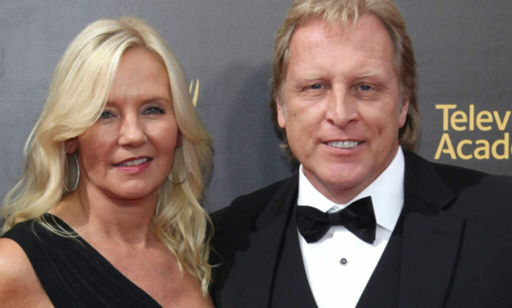 MED KONA: Sig sammen med sin kone, norske June Hansen, på Creative Arts Emmy Awards i 2016. Foto: NTB Scanpix