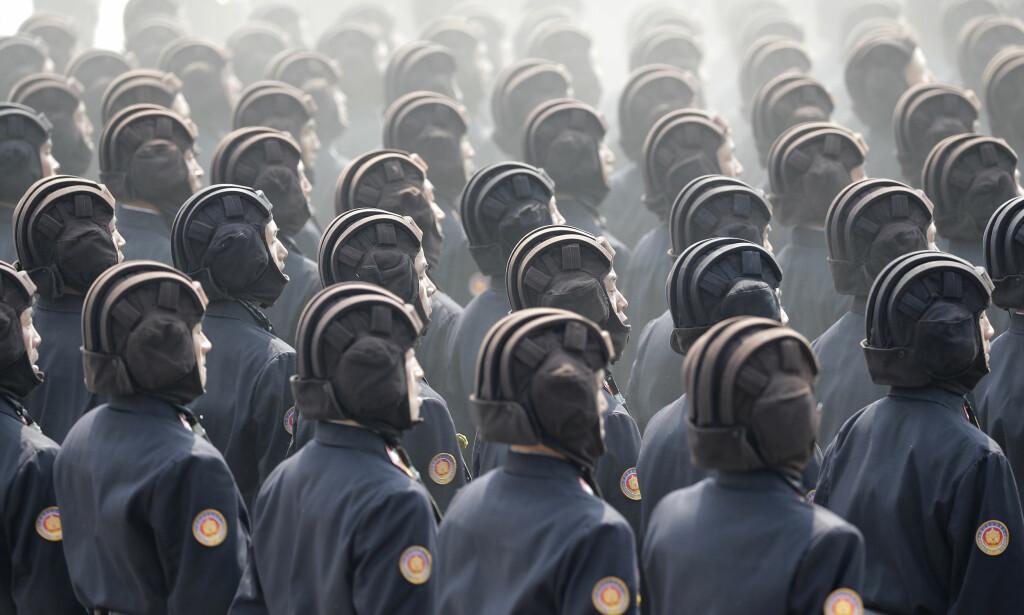 TILSPISSET KONFLIKT: Forholdet mellom Kina og Nord-Korea forverres. Her et bilde av en militærparade i Pyongyang forrige lørdag. Foto: AP Photo/Wong Maye-E/NTB Scanpix