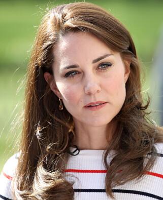 GA ROS: Hertuginne Kate deltok på åpningen av en ny skole i London denne uka, hvor hun tok seg tid til å prate om ensomheten som mange unge mødre opplever. Foto: NTB Scanpix