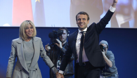 <strong>PRESIDENTKANDIDAT:</strong> Emmanuel Macron og hans kone Brigitte på valgvake søndag. Foto: AP Photo/Thibault Camus
