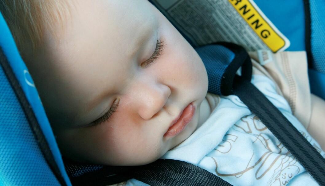 <strong>SØVNDYSSENDE:</strong> For mange foreldre er en biltur et sikkert kort for å få babyen til å sove. Foto: greenland / Shutterstock / NTB scanpix