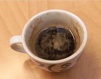 KAFFEPAUSE: Mye kaffe kan gjøre deg enda mer nervøs for eksamen. Foto: NTB/Scanpix.