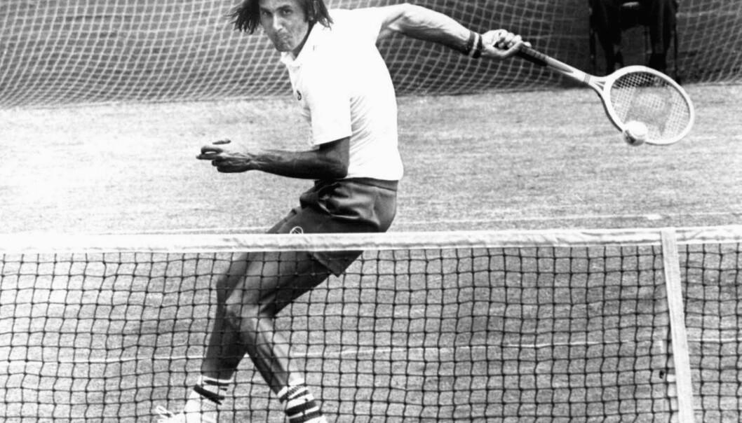 <strong>STORSPILLER:</strong> Ilia Nastase i aksjon under en match i Australia i desember 1974. Foto: AP Photo