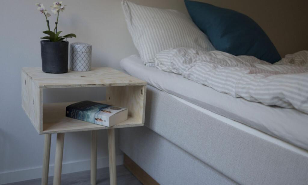 NATTBORD: Stilig, billig og enkelt på soverommet. Foto: Simen Søvik.
