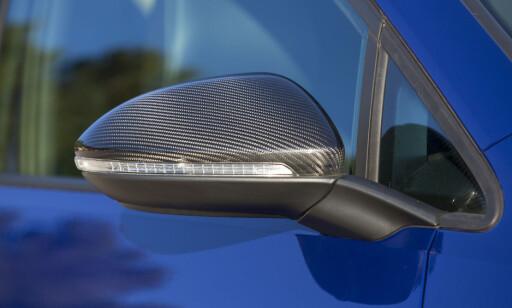 TRE VALG: Speilene kan bestilles i børstet alumimium, eller i karbonfinish. Foto: VW