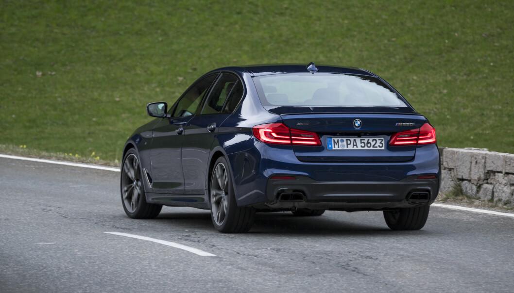 <strong>OPPGRADERT TIL M:</strong> M550i heter nye generasjons videreutvikling av forgjengerens 550i uten M. Skulle bare mangle: Den er raksere enn utgående M5. Foto: BMW