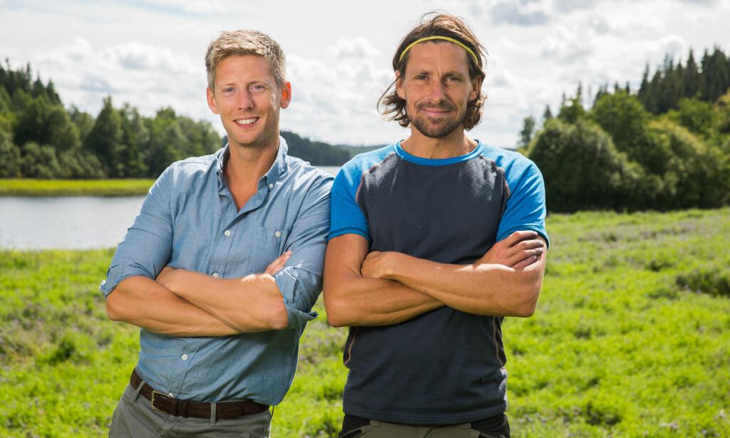 BLIR PAPPA: Tidligere «Farmen»-deltaker Simen Henriksen venter sitt første barn. Her sammen med programleder Gaute Grøtta Grav. Foto: TV 2