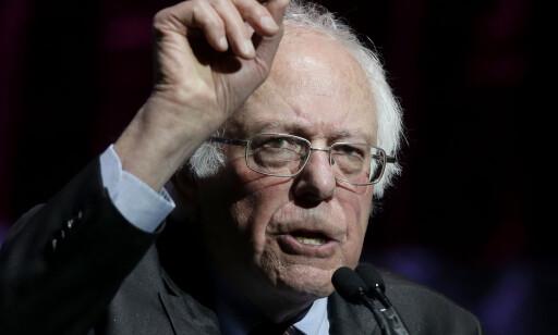 UHELDIG: I en uttalelse til Bloomberg sier Bernie Sanders at han synes det er uheldig at Obama får så godt betalt for sine foredrag. Foto: Steven Senne/AP/Scanpix
