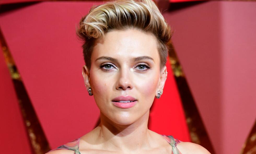 DOBBELTGJENGER: Skuespiller Scarlett Johansson (32) har lyst å treffe 72 år gamle Geraldine. Foto: NTB Scanpix