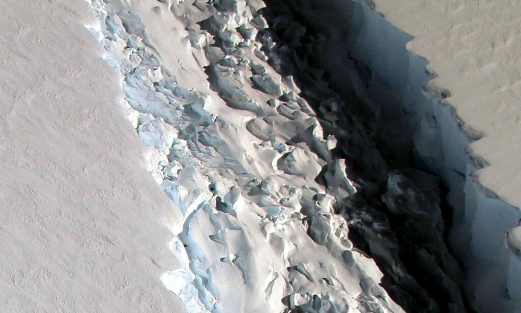 image: Slo alarm i fjor: Gigantisfjell på størrelse med Akershus kan løsne. Nå har forskerne oppdaget nye sprekker