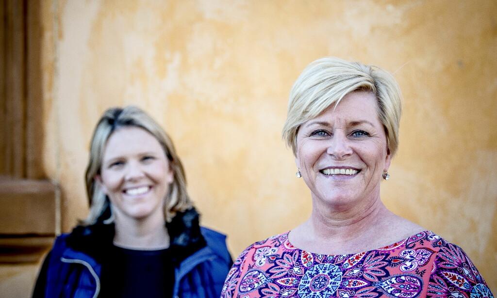 FEIRET TRIUMFER: Partileder Siv Jensen (t.h) og Frp-statsråd Sylvi Listhaug (t.v) liker å fortelle om det de har fått til i regjering. Foto: Thomas Rasmus Skaug /Dagbladet.