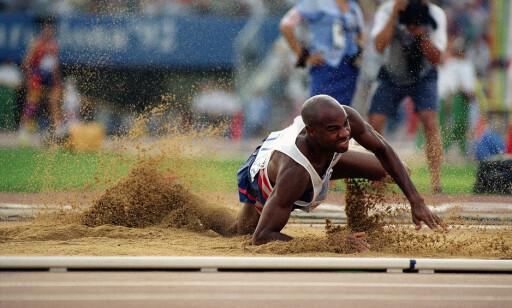 VIL BEHOLDE REKORDEN: Mike Powell truer med rettssak om han mister lengerekorden på 8.95. Det nye forslaget gir ham en ny sjanse. FOTO: AP /Jack Smith.