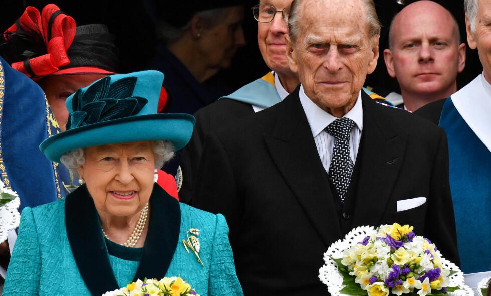 TREKKER SEG TILBAKE: Ektemannen til dronning Elizabeth, prins Philip, vil fratre alle sine offisielle plikter fra høsten av. Her er dronningparet avbildet sammen etter en kongelig gudstjeneste i Leicester Cathedral i april. Foto: Alan Davidson/SilverHub/REX/Shutterstock/ NTB scanpix