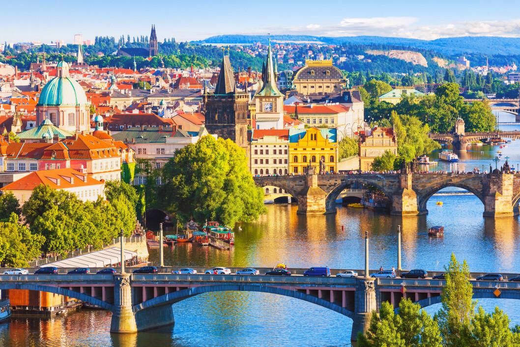 PRAHA: Praha har blitt en trendy og spennende storby i Øst-Europa. Byen er et paradis for matelskere, og ikke minst for alle som elsker øl! Foto: Scanrail1 / Shutterstock / NTB scanpix