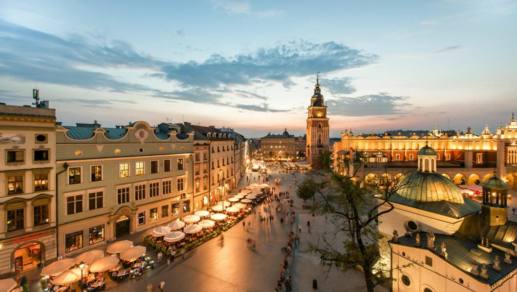 KRAKOW: Krakow er Polens historiske sentrum, med arkitektur som strekker helt tilbake til middelalderen. Men her finner du også et yrende uteliv. Foto: Mark_and_Anna_Wilson / Shutterstock / NTB scanpix