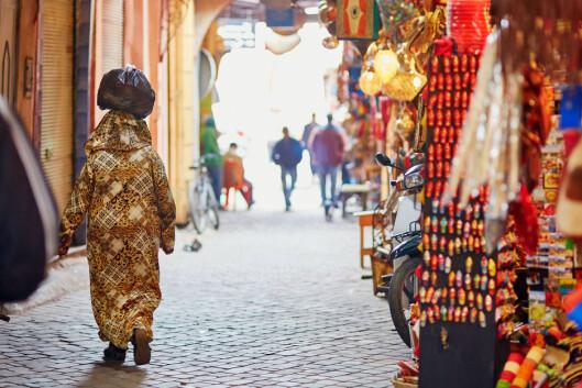 SOUK: På markedene (souk) i Marrakech møtes du av krydderdufter, friske farger og unikt håndverk. Og en weekendreise hit trenger slett ikke koste deg dyrt. Foto: Ekaterina Pokrovsky / Shutterstock / NTB scanpix