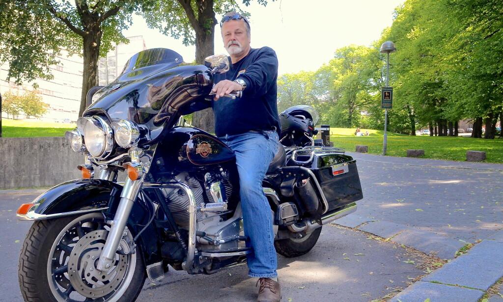 GLAD I MC: Eirik Jensen har i mange år vært svært glad i å kjøre, mekke, kjøpe og selge motorsykler. Foto: Per Asle Rustad