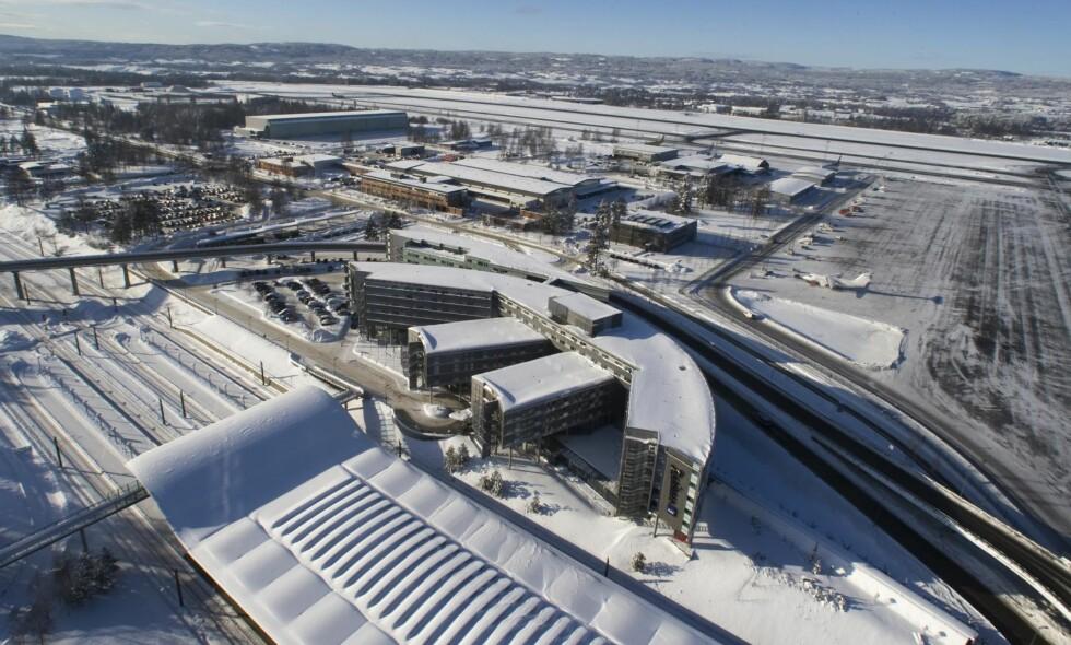 """KAN BLI ENDA STØRRE: Oslo Lufthavn Gardermoen har to rullebaner, og i juni båndlegger Stortinget det ene av tre alternativer til en tredje. Det vil være bra for miljøet, mener artikkelforfatteren.&nbsp; <span style=""""background-color: inherit;"""">&nbsp;Foto: Bjørn Sigurdsøn / NTB Scanpix</span>"""