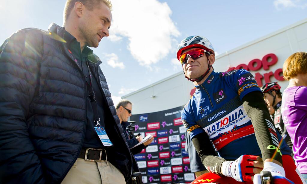 I ITALIA: Joona Laukka (til venstre) tilbyr i disse dager Alexander Kristoffs tjenester til flere andre WorldTour-lag foran 2018-sesongen. Nordmannen sier han fremdeles ikke har mottatt tilbud som åpner opp for at han blir værende i Katusha-laget. FOTO: Vegard Wivestad Grøtt, Scanpix