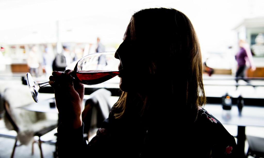 Nye funn: Selv moderate mengder alkohol forandrer hjernen vår, når vi drikker over tid. Foto: Lars Eivind Bones