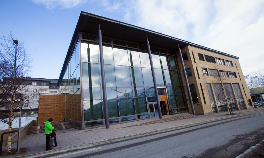 FENGSLET: En profilert tidligere topp-politiker hjemmehørende i Troms ble torsdag framstilt for varetektsfengsling i Nord-Troms tingrett. Foto: Jan-Morten Bjørnbakk / Scanpix
