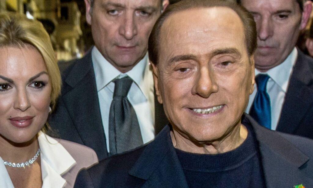 image: Berlusconi (80) gjør narr av alderen til presidentens kone. Hans egen kjæreste er 31
