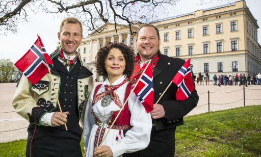 PÅ LUFTA: Tre av NRKs programledere denne 17. mai-dagen, Thomas Alkärr, Nadia Hasnaoui og Pål Plassen til høyre. Foto: NTB Scanpix