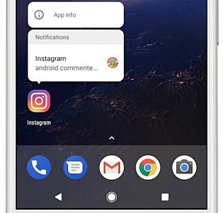 LANG TRYKK: I Android O blir apper som har uleste varsler merket. Varslene kan du se ved å holde fingeren nede på app-ikonet. Foto: Google