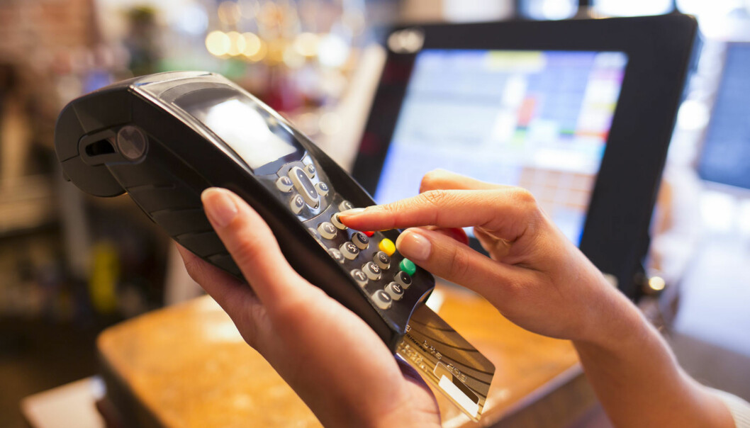 """<strong>BETAL VED FORFALL:</strong> Om kredittkortselskap tilbyr langvarig betalingsutsettelse, må du ha kontroll på når forfallsfrist nærmer seg.&nbsp;<span style=""""line-height: 1.5; background-color: inherit;"""">Hvis ikke, risikerer man rentebelastning på en veldig lang periode, advarer finansekspert. Illustrasjonsfoto: Scanpix.</span>"""