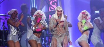 Cher (71) stilte lettkledd på scenen under «Billboard»