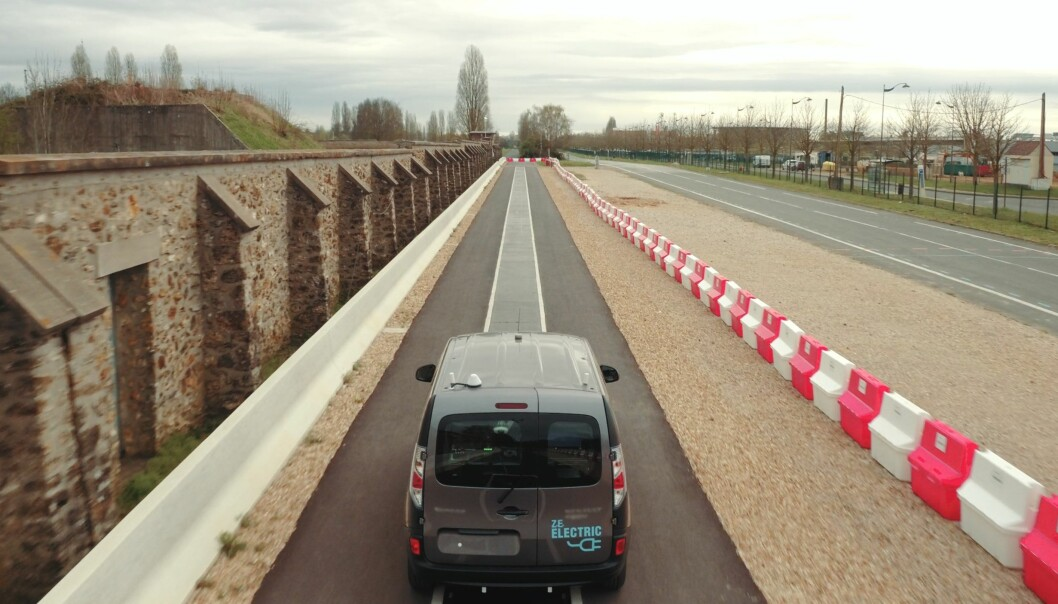 Lade elbilen mens du kjører? Se hvordan det fungerer