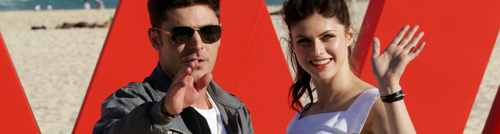 RYKTEFLOM: Er det noe mer mellom Zac Efron og Alexandra Daddario? FOTO: Scanpix