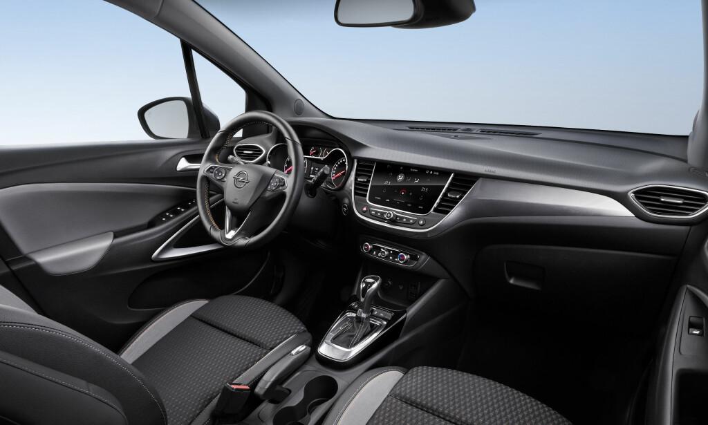 SVEIPENDE: Linjene i interiørdesignen er trukket langt fra de den ene siden mot den andre og gir et helhetlig og rent inntrykk. Foto: Opel