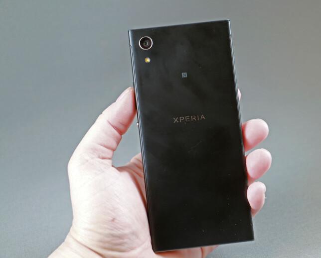 """STOR BRIKKE: Sony Xperia XA1 har en stor bildebrikke (1/2,3"""") og god vidvinkel på kameraet. Foto: Pål Joakim Pollen"""