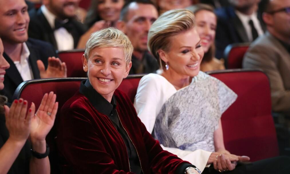 VURDERER Å SLUTTE: I et ferskt intervju avslører talkshowdronningen Ellen DeGeneres at hun vurderer å legge opp karrieren som talkshow-vertinne. Her sammen med kona Portia de Rossi. Foto: NTB Scanpix