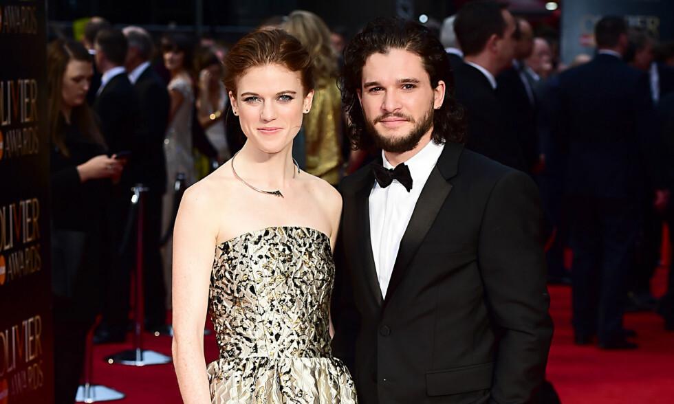 VAKKERT PAR: Rose Leslie og Kit Harington bekreftet først at de var et par i fjor. Her er duoen sammen på rød løper utenfor The Royal Opera House i våren 2016. Foto: NTB Scanpix