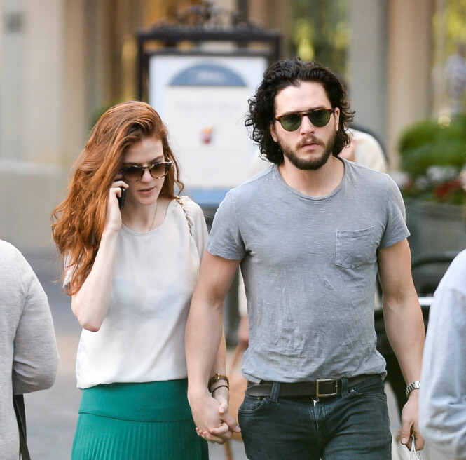 <strong>HÅND I HÅND:</strong> Her er Rose og Kit på shopping i Los Angeles i januar i fjor. Foto: NTB Scanpix.