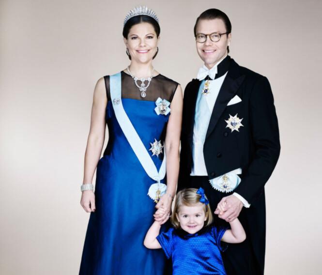 FIN FAMILIE: Victoria, Daniel og lille Estelle smiler ofte til fotografene. Foto: NTB scanpix