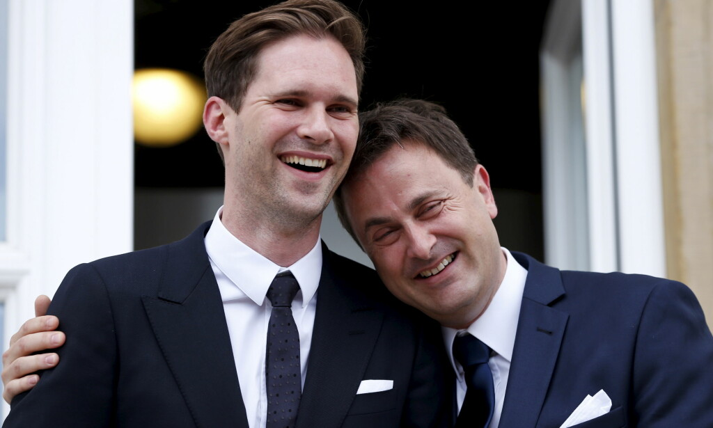 GIFT: Xavier Bettel (t.h) og Gauthier Destenay giftet seg i 2015. Bettel er for tida den eneste åpent homofile statsministeren i verden. Foto: NTB scanpix