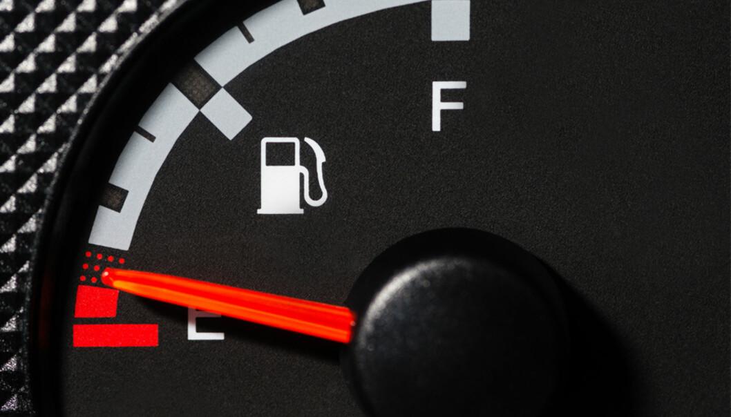 Så langt kan du kjøre når det lyser - sjekk ditt bilmerke
