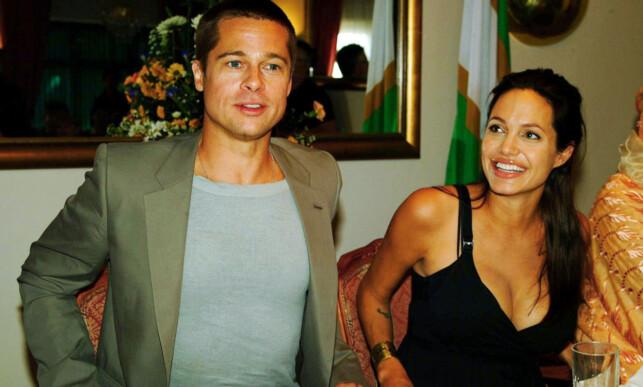 LYKKELIGE TIDER: Brad Pitt og Angelina avbildet sammen på midten av 2000-tallet, ikke lenge etter at det ble kjent at de var et par. På denne tiden var også Angelinas mor fortsatt i live. Foto: NTB scanpix