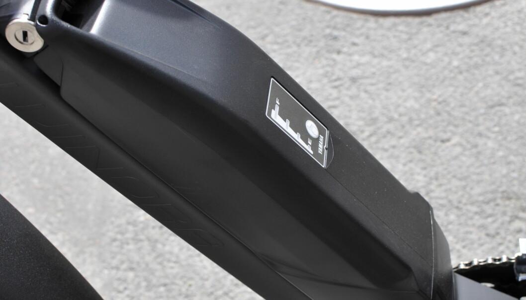 <strong>FORT TOMT:</strong> Vi halvverte dette kraftige 500 watts batteriet fra Yamaha etter en mils kjøring på «bånn pinne». Foto: Tore Neset