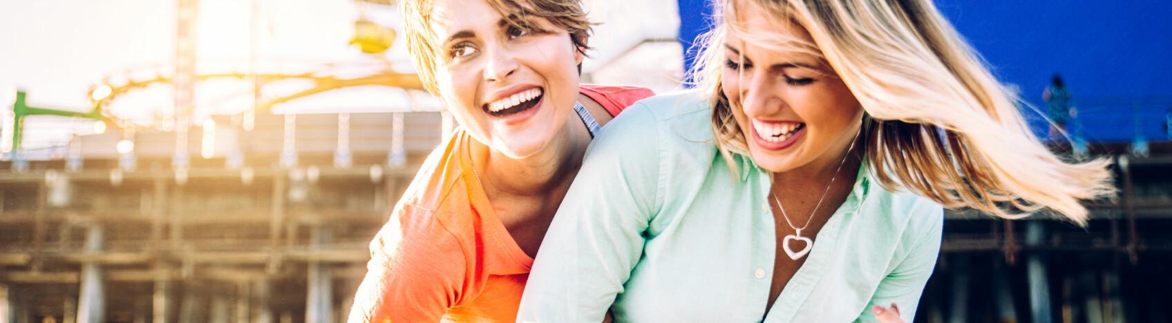 POTENSIELL KJÆRESTE: Her er fem tegn på at sommerflørten er interessert i noe mer. FOTO: Scanpix