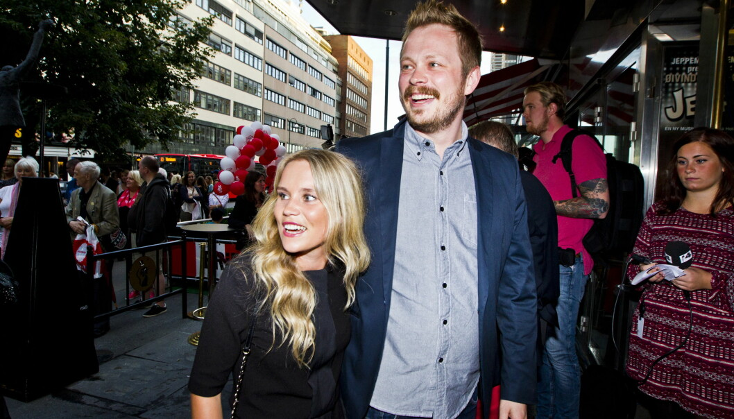 <strong>FIKK EN DATTER:</strong> Einar og Linn gleder seg over å ha utvidet familien. Her ankommer paret komiprisen på Chat Noir sammen i 2013. Foto: Vegard Grøtt / NTB scanpix&nbsp;