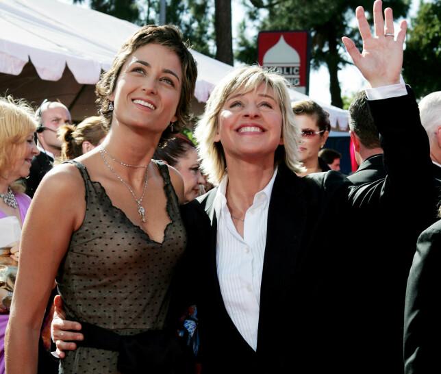 EKSEN: Etter bruddet med Anne Heche, begynte Ellen DeGeneres å date Alexandra Hedison. Her er paret sammen på Primetime Emmy Awards i september 2004. Hedison er i dag gift med skuespiller Jodie Foster. Foto: Reuters/ NTB scanpix