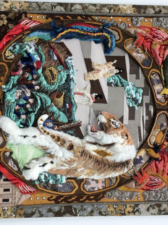 """TRADISJONER: Xu Zhens collage har tittelen """"Fryktinngytende tiger løper gjennom dalen"""". Foto: Inger Bentzrud"""