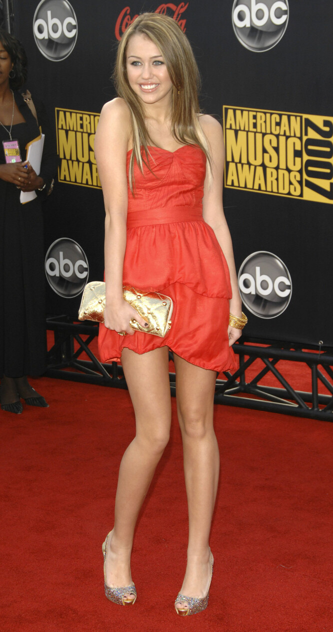 <strong>I 2007:</strong> Miley Cyrus på American Music Awards i Los Angeles i november 2007.  Foto: AP/ NTB scanpix