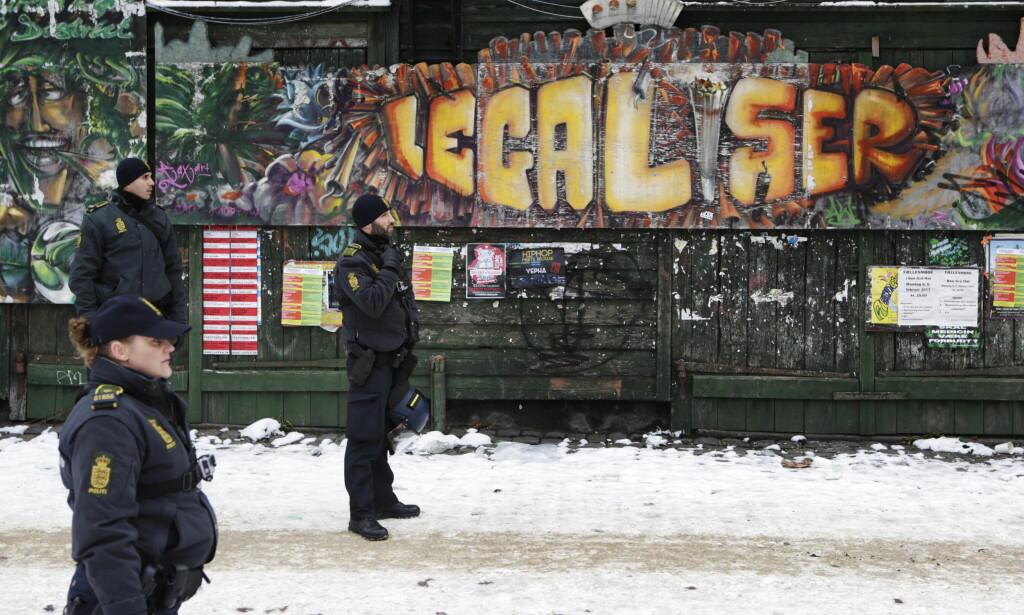 Laber endringsvilje: Vi forstår ikke narkotikamarkedet. Her fra en politirazzia i Fristaden Christiania i København. Foto: Frank Karlsen